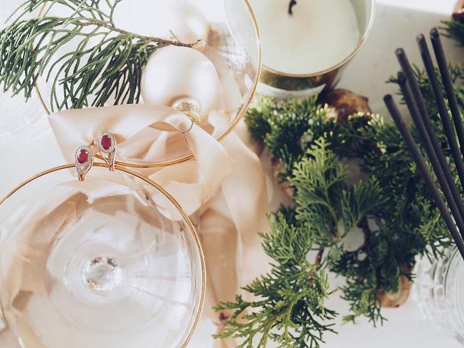 Лучшие подарки к наступающему 2020: золотые украшения на Новый год