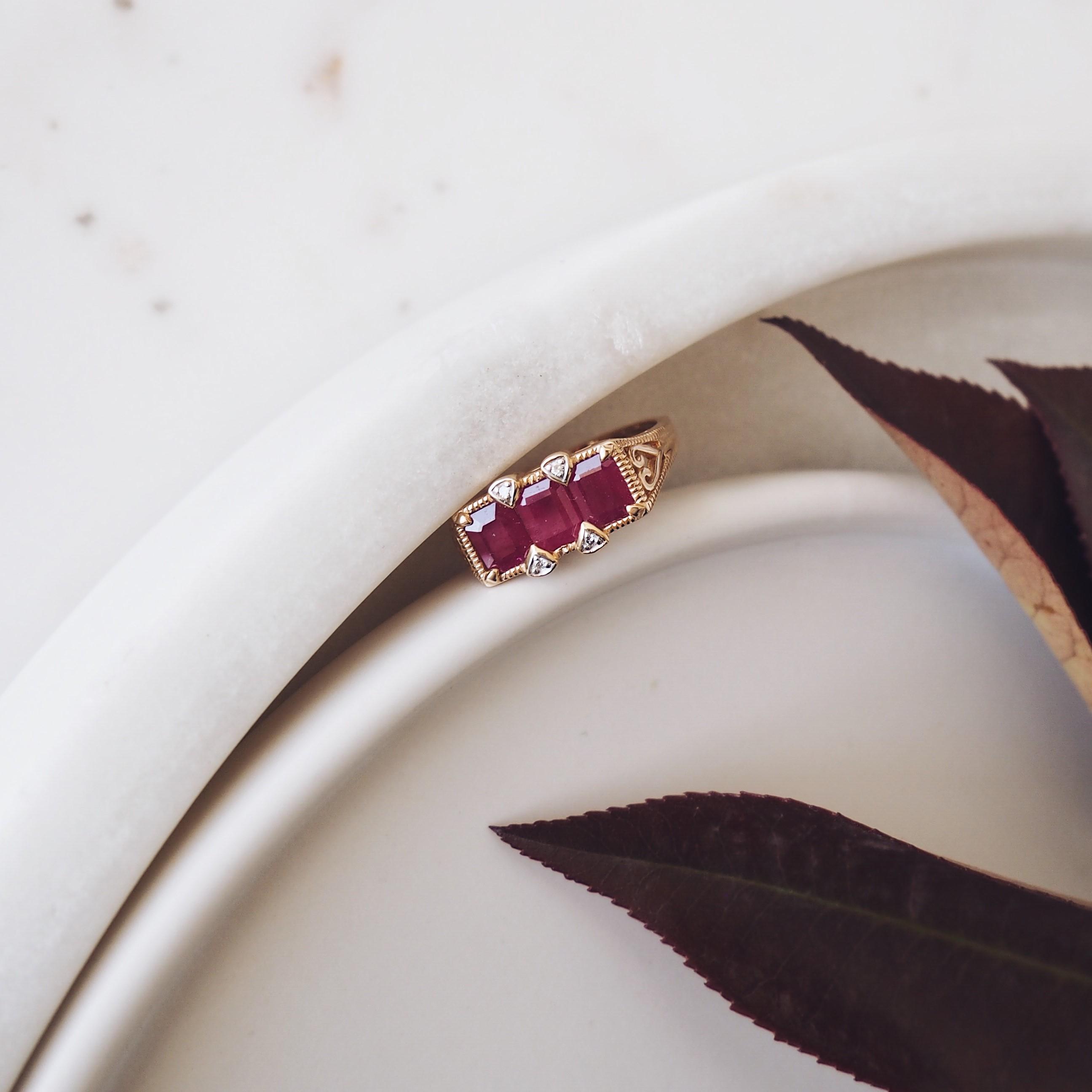 Почему драгоценные камни меняют цвет?